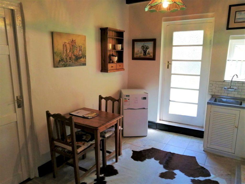 12 Table & fridge-H900