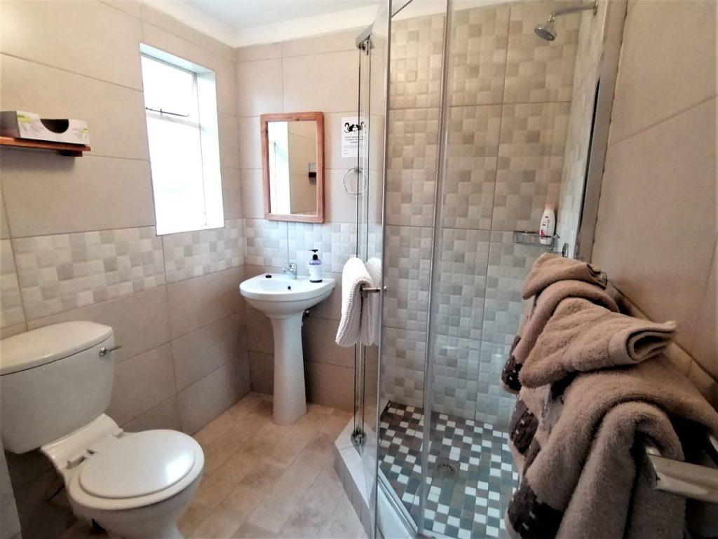 17 bathroom-H900