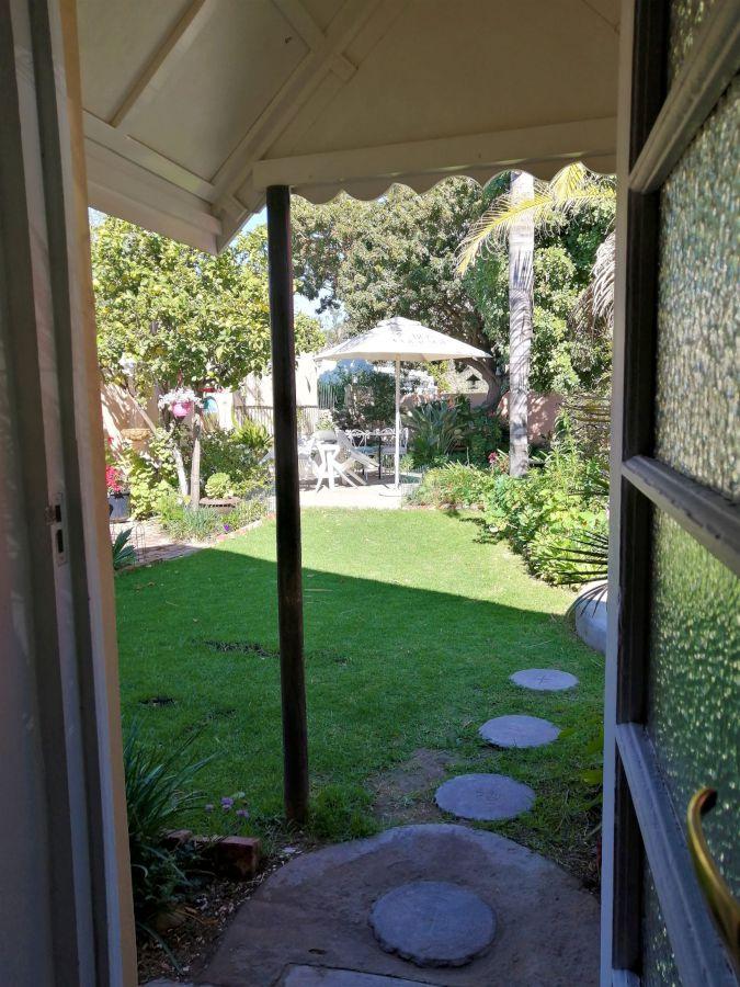 20 View into garden-H900