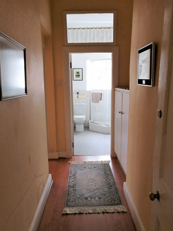 3 Entrance hall-H900