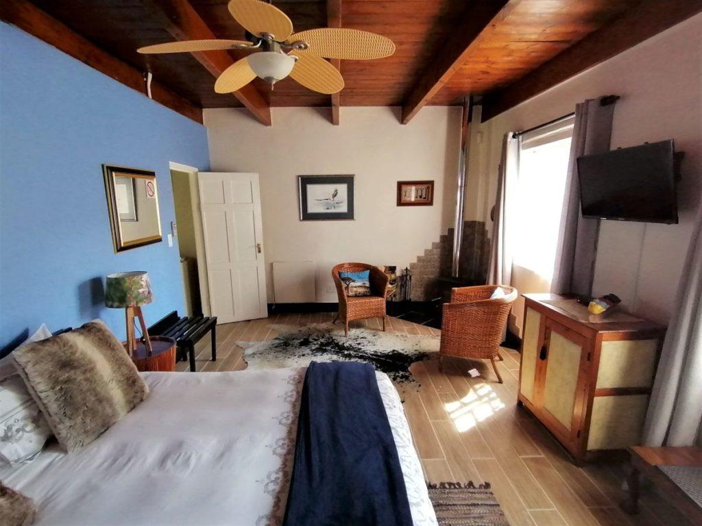 3 Room towards entrance-H900